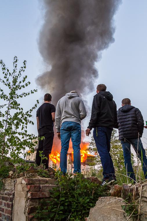 Gapie przed pożarem młyna